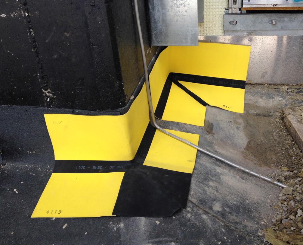 Foto på Migupren tätduk för takläggare i hörn