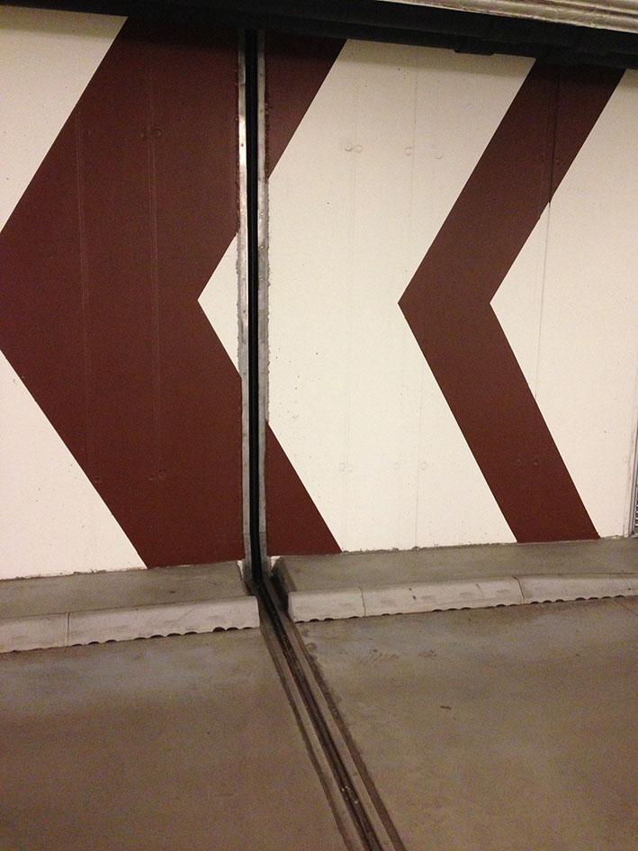 I garagen på Bromma Blocks Handelshus ligger Migutan FP 115 med ingjutnings bultar och i galleriagångar ligger Migutec FN 35